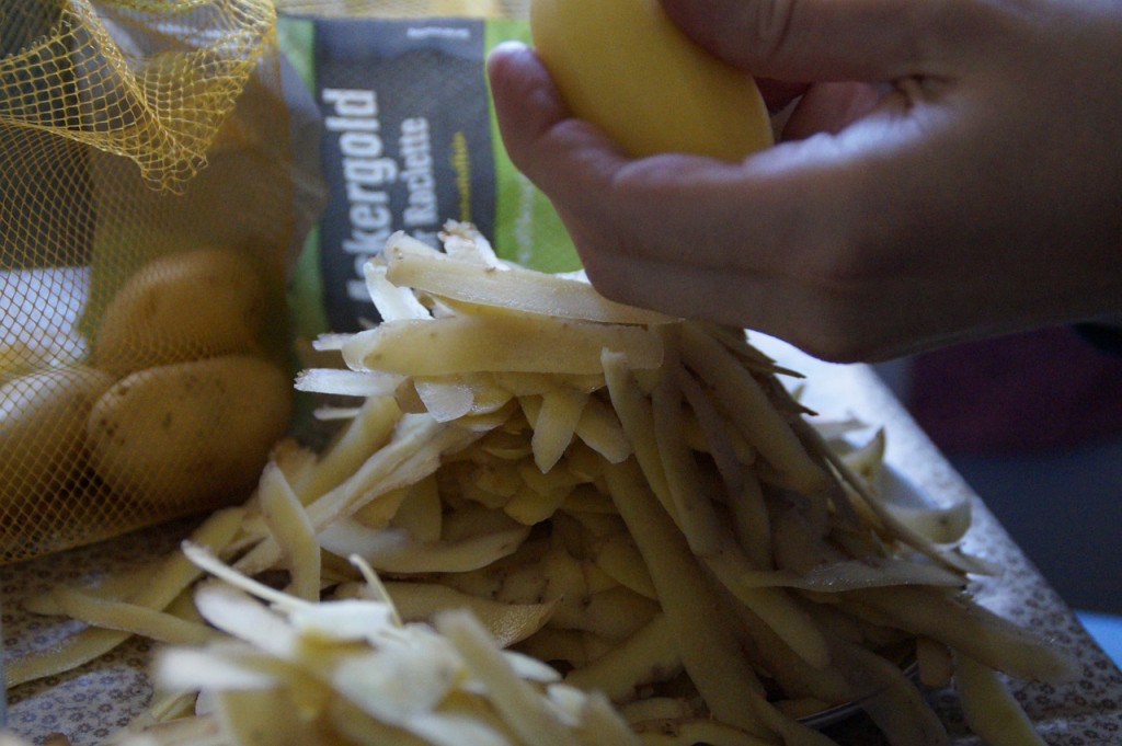peel-potatoes-240237_1280